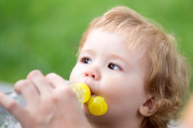 [toddler and drinking cup]