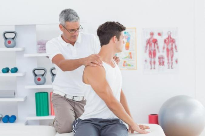 [Chiropractic practitioner at work]